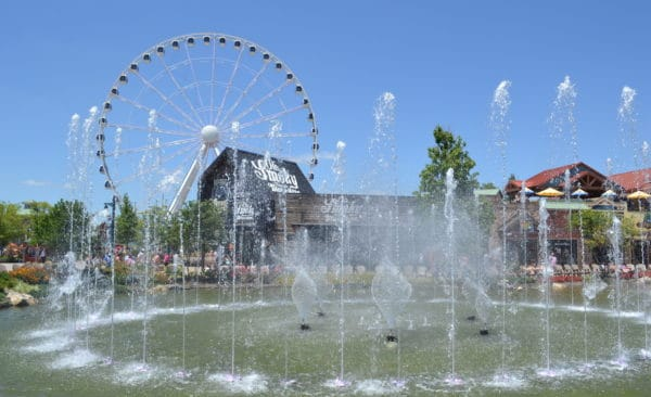show fountains at the island in pigeon forge