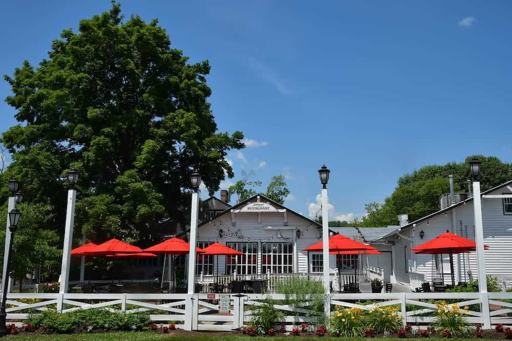 4 of the Best Restaurants in Pigeon Forge TN and the Smoky Mountains